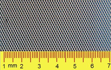 Geponste strekperforatie (kleine gaten in <0,5 mm plaat) [mm]