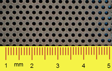 Geboorde perforatie, kleine gaten in 10 mm dikke plaat [mm]