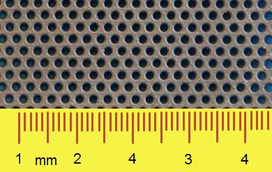 Elektrochemische perforatie, kleine gaten in zeer dunne plaat [mm